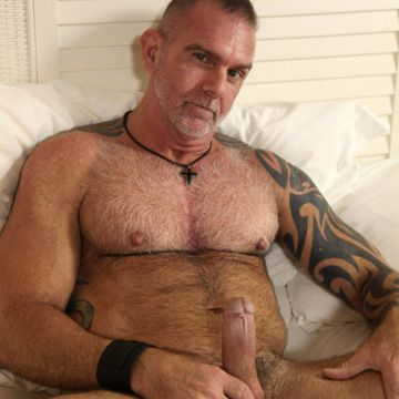 Muscle Daddy Bear – Blade Hunter | Daily Dudes @ Dude Dump