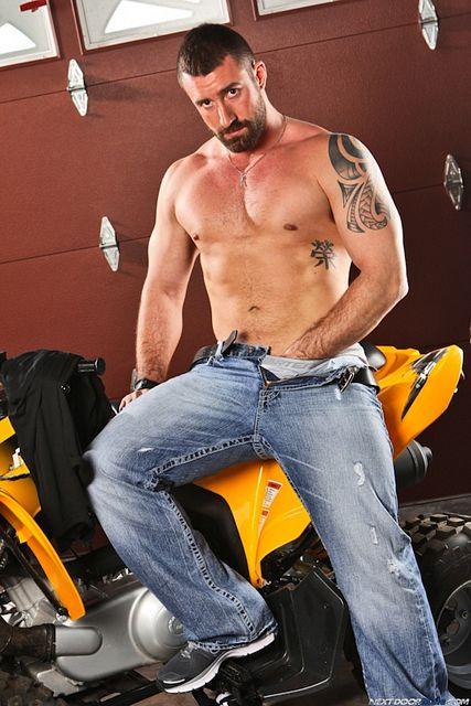 Hairy Muscle Bear Vinny Castillo | Daily Dudes @ Dude Dump
