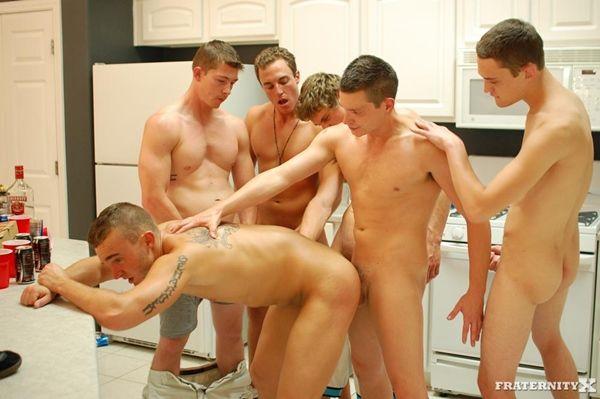 5 Dudes 2 Holes – Bareback Gangbang Orgy | Daily Dudes @ Dude Dump