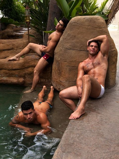 Friday Is Now Gay Muscle Threeway Day | Daily Dudes @ Dude Dump
