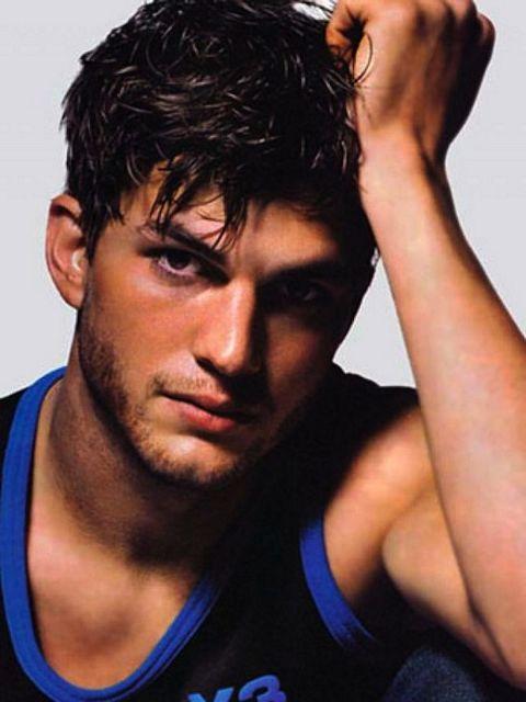 Ashton Kutcher – Sex On Legs | Guys R Us | Daily Dudes @ Dude Dump