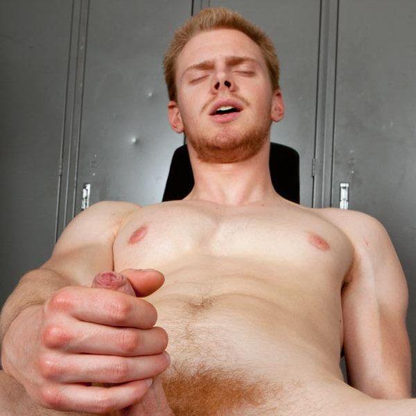 Ginger Jesse jacks at the gym | Daily Dudes @ Dude Dump