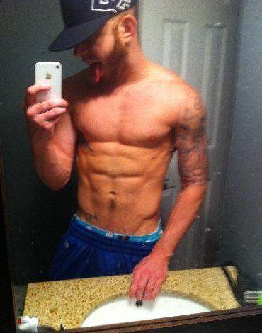 Ripped And Bulging Guys Self Pics | Daily Dudes @ Dude Dump