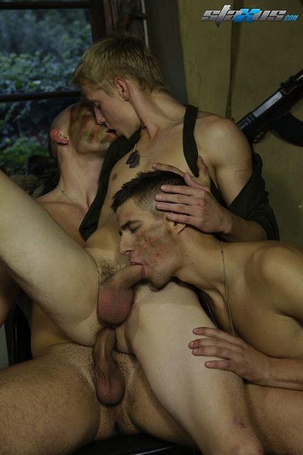 Threeway Gay Military Sex | Daily Dudes @ Dude Dump