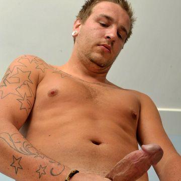 Pumping His Niner | Daily Dudes @ Dude Dump