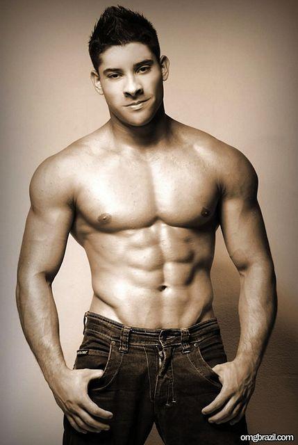Smooth Latin Hunk Sandro | Gay Body Blog | Daily Dudes @ Dude Dump