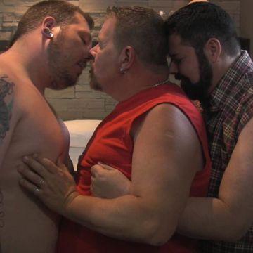 A Gay Bear Threesome | Daily Dudes @ Dude Dump