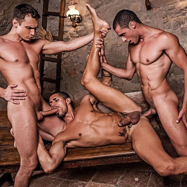 A hot bareback threesome | Daily Dudes @ Dude Dump