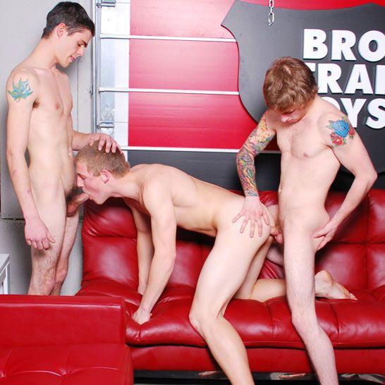 Bareback threesome | Daily Dudes @ Dude Dump
