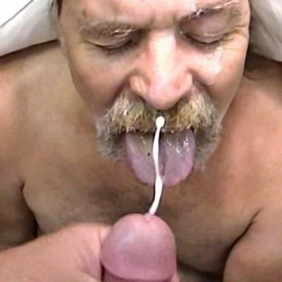 Bearded Cock Sucker Loves Cum | Daily Dudes @ Dude Dump