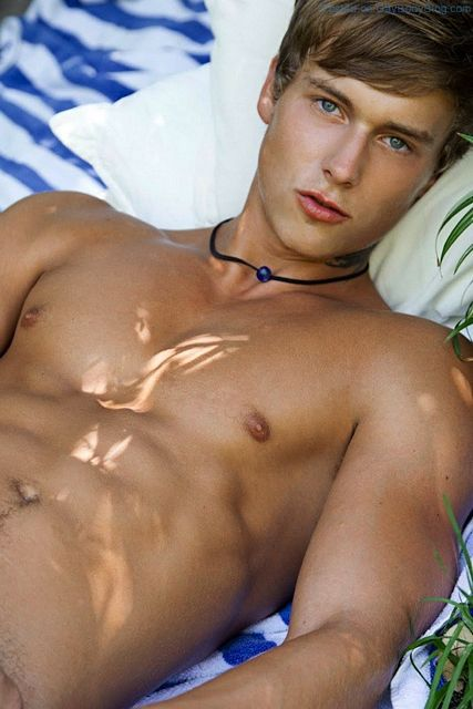 Beautiful Boys In The Sun | Gay Body Blog | Daily Dudes @ Dude Dump