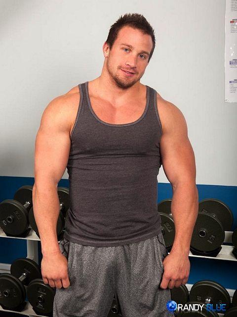 Bodybuilder Hunter Manning Jerking Off | Daily Dudes @ Dude Dump