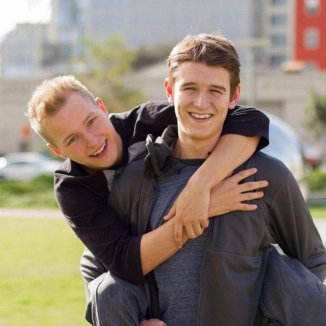 Evan Parker stuffs Noah White | Daily Dudes @ Dude Dump