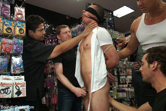 Faq in a porn shop | Daily Dudes @ Dude Dump