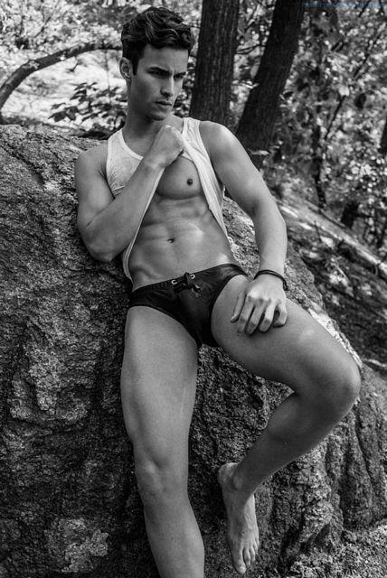 Flashing Abs With Renato Freitas | Gay Body Blog | Daily Dudes @ Dude Dump