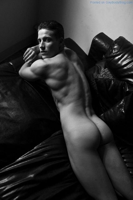 Flashing Butt With Allen Lovell | Gay Body Blog | Daily Dudes @ Dude Dump
