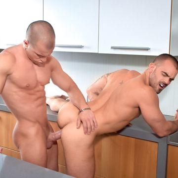 Gay Muscle Men Antonio Aguilera And Damien Crosse | Daily Dudes @ Dude Dump