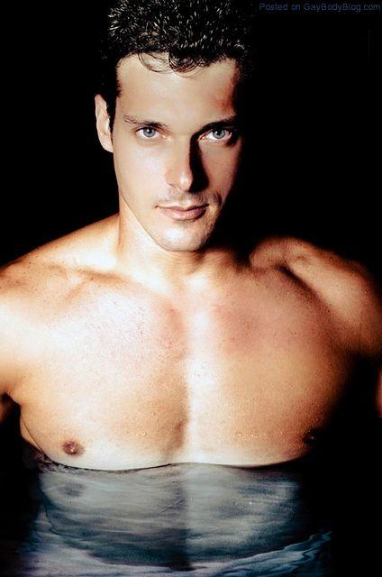 Getting Wet With Leonardo Brandão | Gay Body Blog | Daily Dudes @ Dude Dump