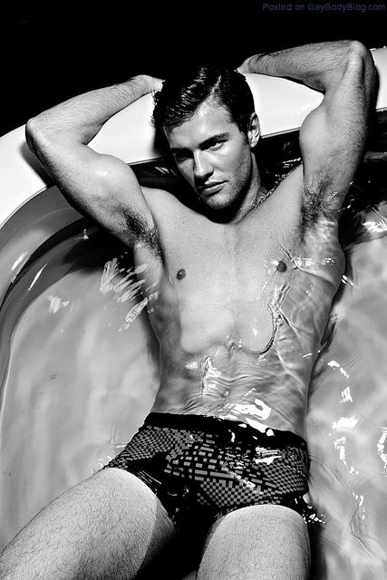 Getting Wet With Sam Moore | Gay Body Blog | Daily Dudes @ Dude Dump