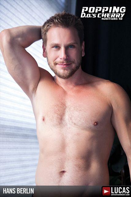 Hans Berlin gets nude | Daily Dudes @ Dude Dump