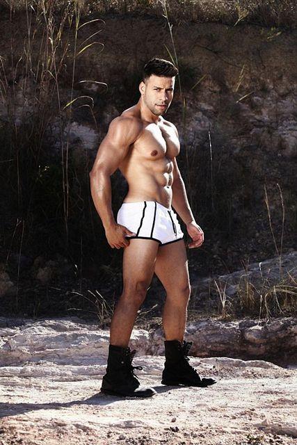 Hunky Body Builder Ricardo   Daily Dudes @ Dude Dump