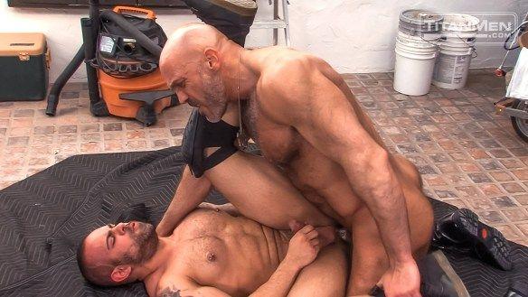 Jesse Jackman pounds the ass of Lorenzo Flexx | Daily Dudes @ Dude Dump