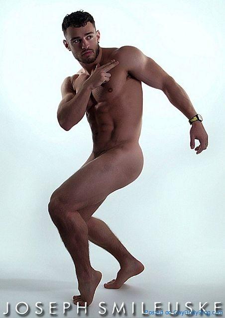 Naked Muscle – Carefully Shot | Gay Body Blog | Daily Dudes @ Dude Dump