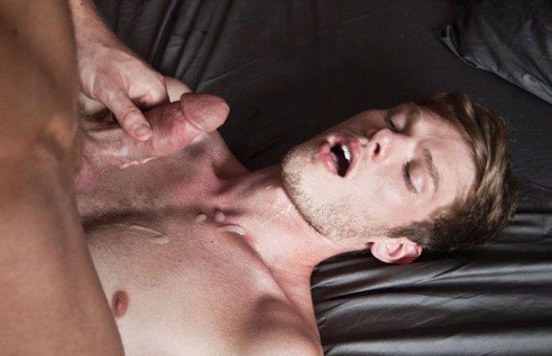 Power-top Liam Magnuson pounds Joey Banks | Daily Dudes @ Dude Dump