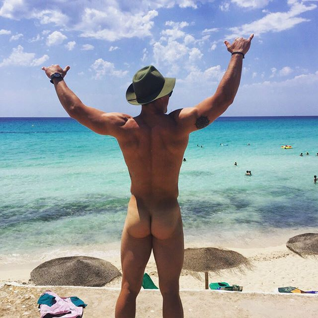 Rugbyst Grayson Hart's bubble butt exposed! | Daily Dudes @ Dude Dump