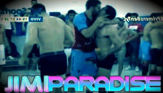 Víctor Soto and Alejandro Quintana gay kiss | Daily Dudes @ Dude Dump